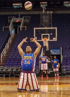 guinness book of world records day harlem-globetrotters-furthest-kneeling
